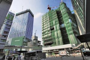 高層ビルが林立する渋谷駅前の再開発工事